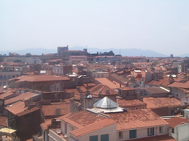 http://dbroustaut.free.fr/images/perpignan-toits.jpg